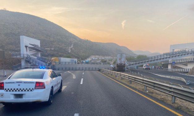 (Video) Puente peatonal se desploma sobre dos tráileres en carretera 57 Querétaro – San Luis Potosí