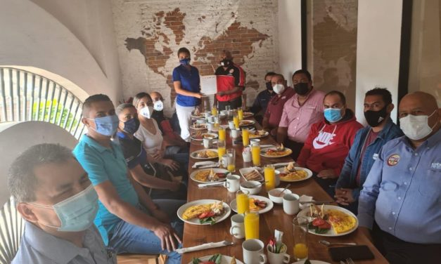 Cindy Arvizu se reúne con líderes sindicales de San José Iturbide