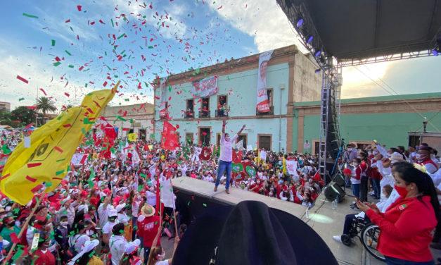 Luis Gerardo Sánchez «Chino» cierra campaña ante una concurrida explanada Matamoros
