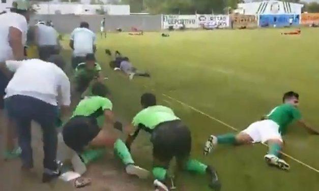 Comando armado irrumpe en partido de fútbol en León y mata a tres hombres