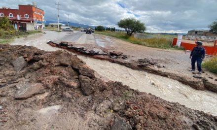 Abren zanja a mitad de la carretera en Las Adjuntas; otras comunidades muestran preocupación por inundaciones